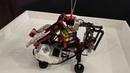 Лего робот собирает кубикрубик