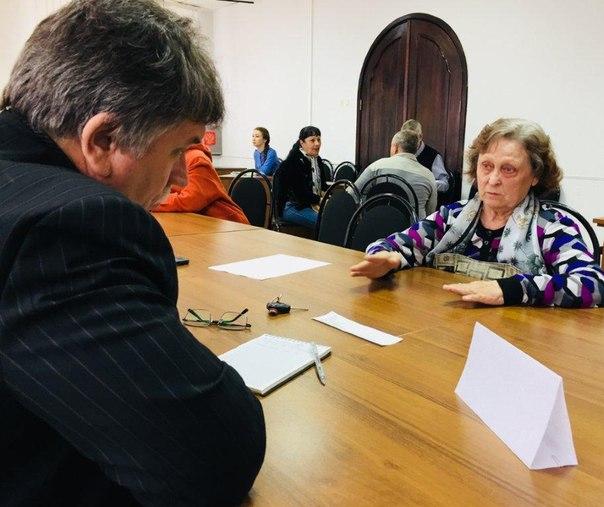 Анатолий Дубас и руководители управлений провели приём населения