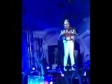 Ну, очень смешной Филипп Киркоров попрыгал на сцене в Баку