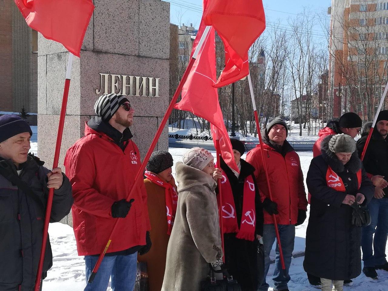 В Салехарде прошел пикет в честь Дня рождения В.И. Ленина