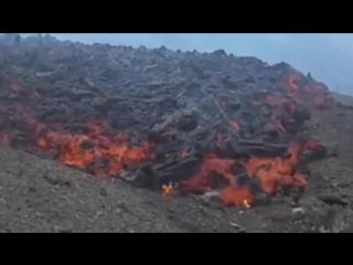 Лава вулкана Пакая (Гватемала, 6 июня 2018).