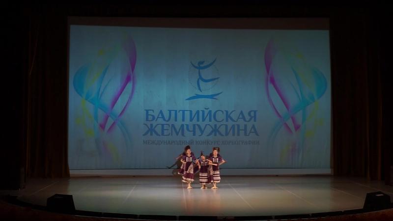 6. Танцевальная студия Апельсин - Косички