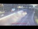 Момент ДТП с грузовиком на 60 км МКАД в Москве