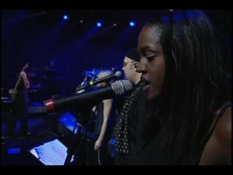 Laura Pausini - Amores Extraños (en vivo) World tour 2001 - 2002