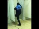 Идиоты в туалете