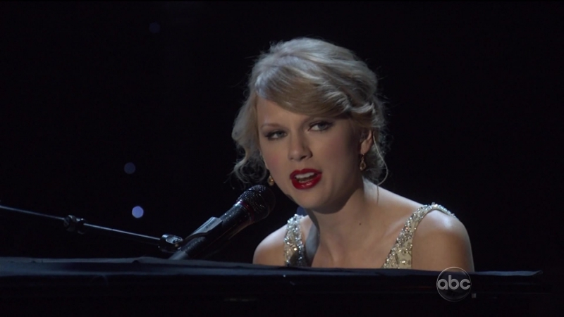Taylor Swift - Back To December (CMA Awards 2010)