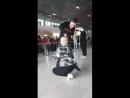 Артисты красноярского ансамбля развлекают публику в парижском аэропорту