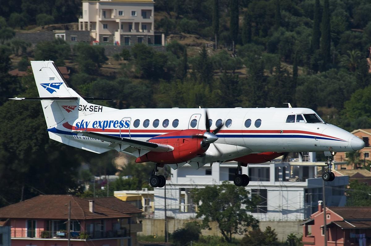 BAу компании Sky Express заходит на посадку