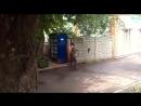 В Харькове пьяный косит сорняки