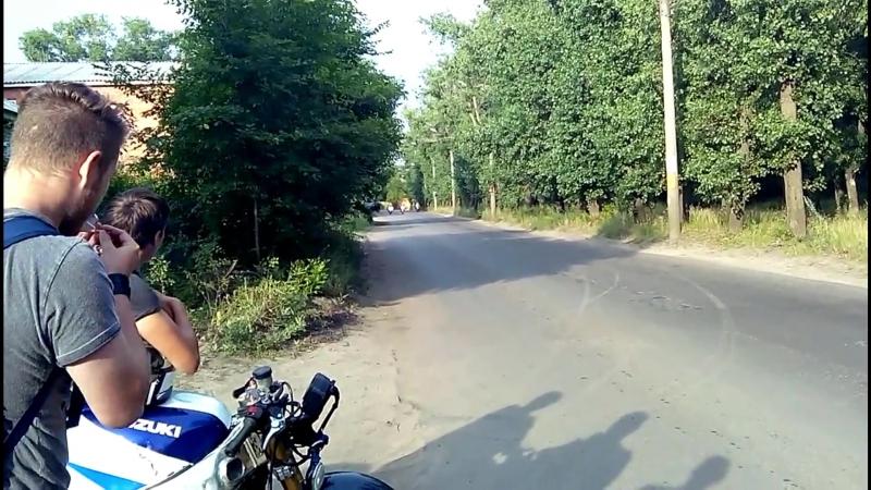 Honda CB400 vs Suzuki RF400