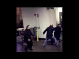 ?Полное видео нападение Конора МакГрегора на автобус Хабиба Нурмагомедова
