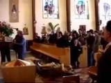 Уронили статую в церкви