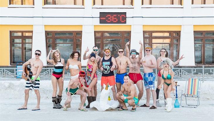 Томичи сделали фото в купальниках в мороз, повторив флешмоб 2012 года