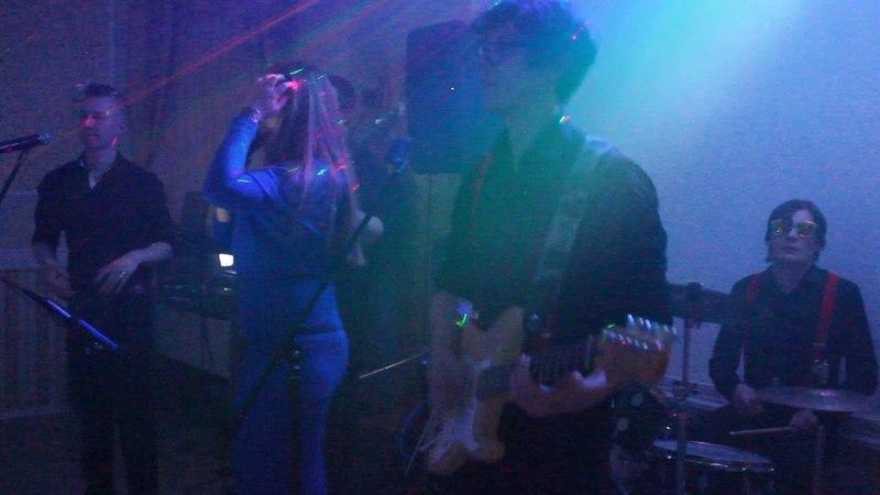 Neon cover-group kill svadba. Joan Jett
