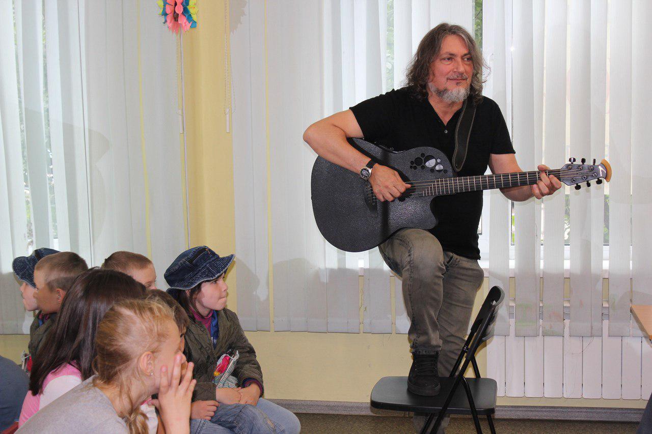 Мастер-класс «Звучи, моя гитара» прошел в Ховрине