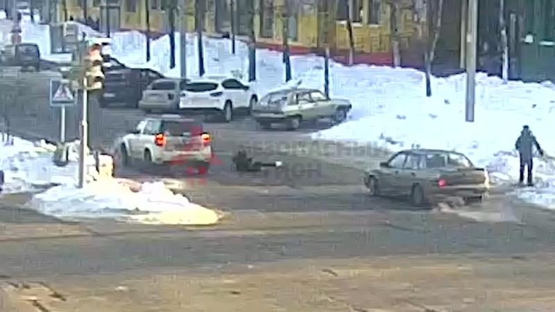 Женщина сбила трёх девочек-подростков. ДТП Машиностроителей_С.Орджоникидзе. 23.0