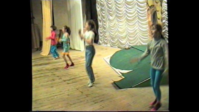 Репетиция на сцене. Вокальный конкурс Волшебный микрофон-2000 в городе Сатка