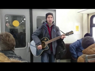#Кукушка #cover Guitar ? player and singer on the electric suburban train ??? from Syzran' to #Samara #Evening #Musiciant #act