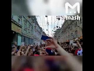 Празднование победы на Никольской улице