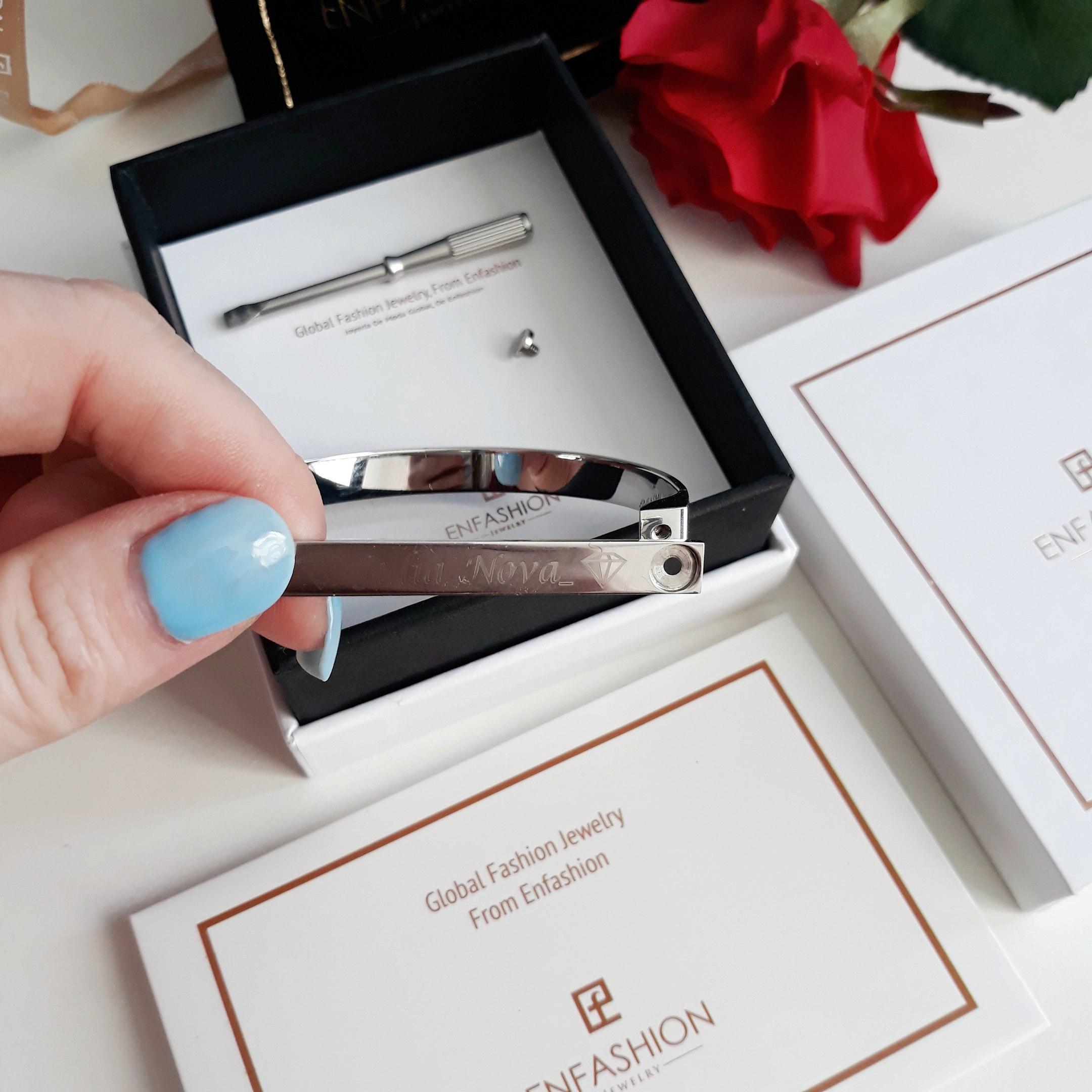 Потрясающий браслет в лучших традициях минимализма с персональной гравировкой от бренда ENFASHION