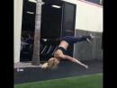 Супер спортивная упругая девочка с красивой грудью и попой показала что она может