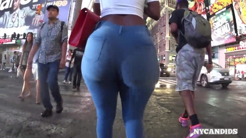 Big Booty In stretch Pants