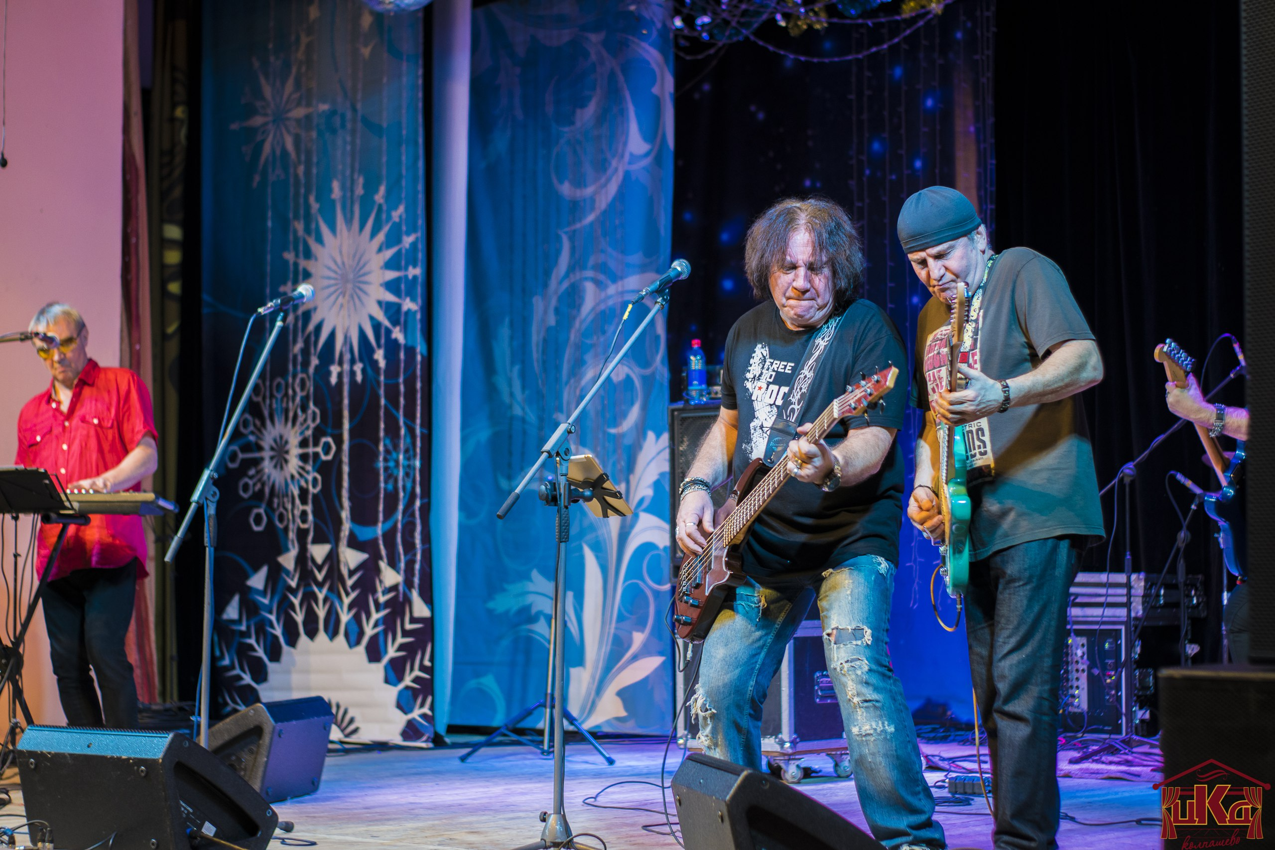 7 января в Городском Доме культуры состоялся концерт легендарной советской и российской рок-группы Стаса Намина «Цветы», организованный по поручению Главы Колпашевского района А.