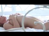 Голая молодая шлюшка позирует на камеру и показывает киску и грудь [Эротика, сиски, сиси, порно, анал, киска, трах, куни, секс]