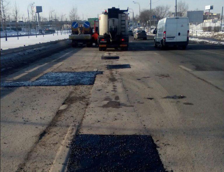 Асфальт отремонтировали на участке дороги в Лианозовском проезде