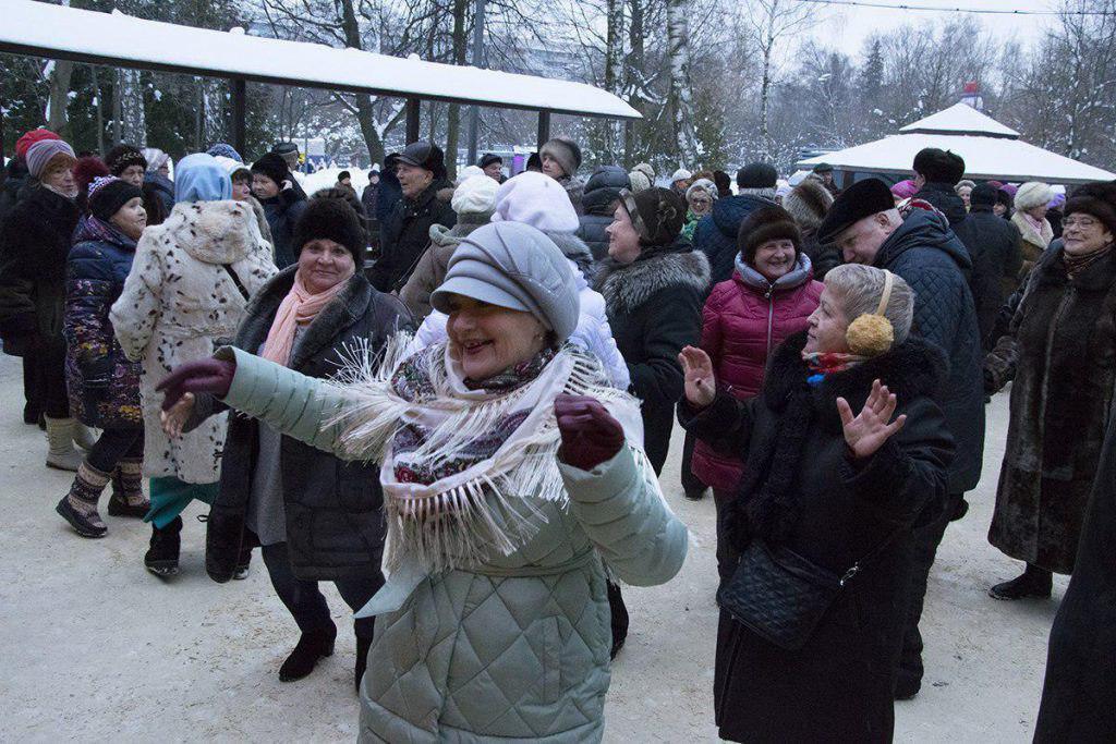 Ретротанцами отметили 8 Марта в Лианозовском парке