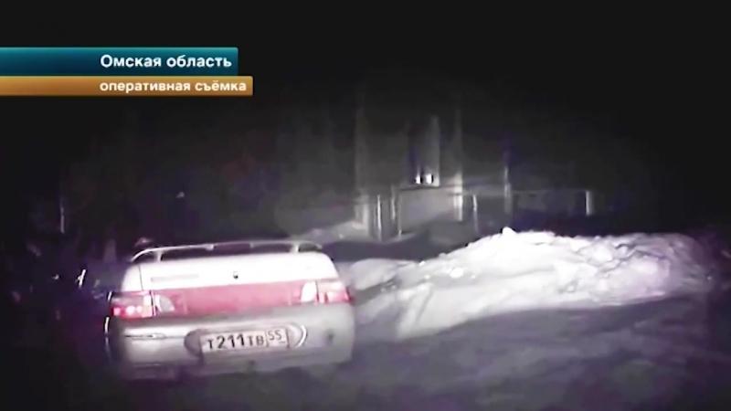 Нетрезвая парочка устроила погоню с машиной полиции в Омской области