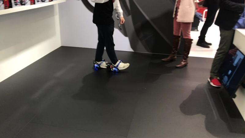 ПЕРВЫЕ В МИРЕ электроролики для обуви RAZOR Turbo Jetts