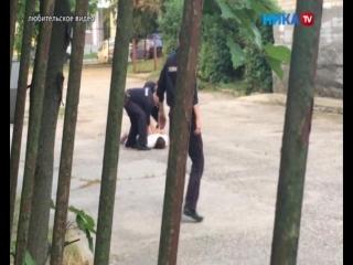 Со школьного двора за решетку: Полицейские задержали дебоширов у 19-ой гимназии
