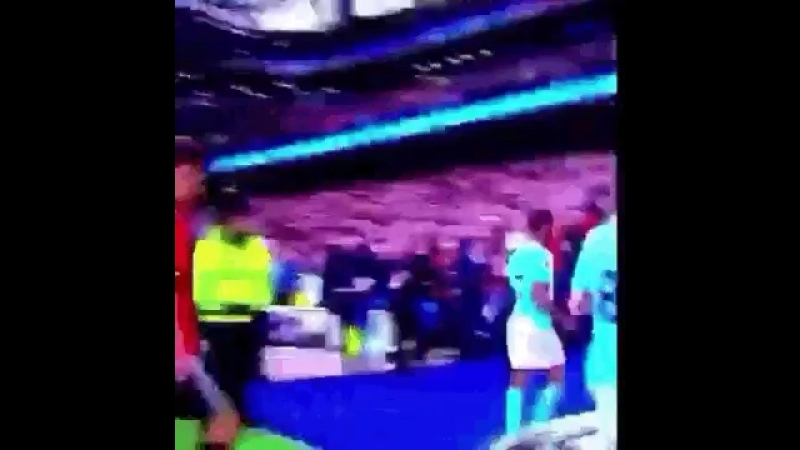 Ander Herrera spitting on the Man City badge as he walks off the pitch 😂😂