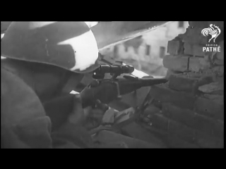 Снайпер Анатолий Чехов за работой, съемки оператора Орлянкина. Сталинград