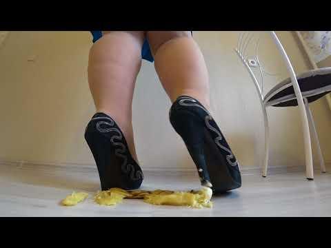 Bbw in nylon pantyhose and high heels crush a banana heels Trampling crush