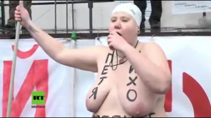 Eine Brust heiet Poroschenko und eine Saakaschwili FemenFrau bei halbnackte