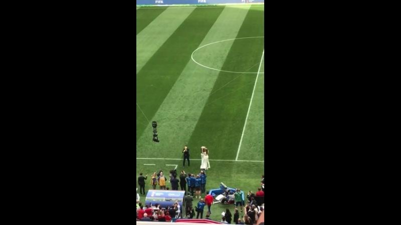 Наталья Водянова вынесла Кубок Мира