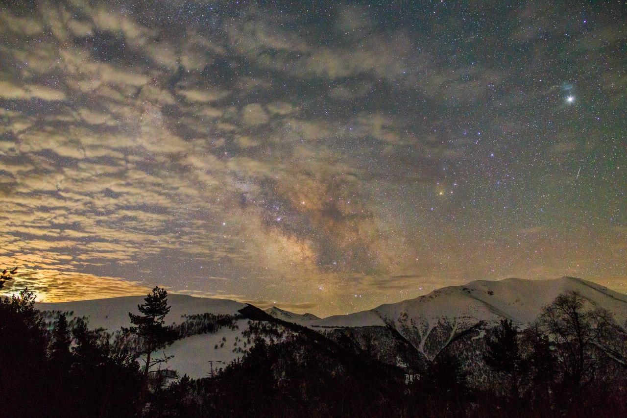 Мини-парад планет сегодня утром с облаками земными и космическими