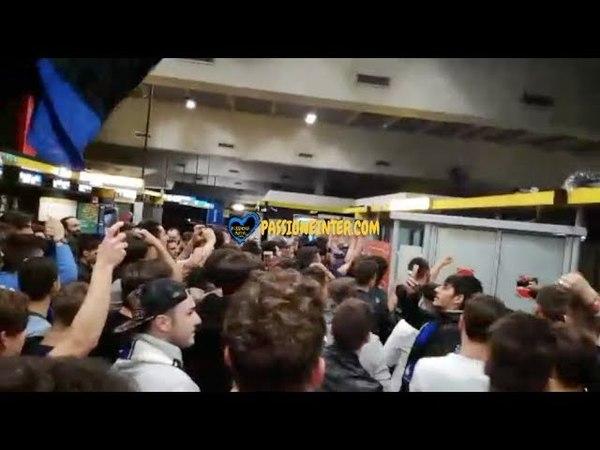 Lazio-Inter 2-3: arriva l'Inter a Malpensa, cori per Icardi, Vecino e gli altri