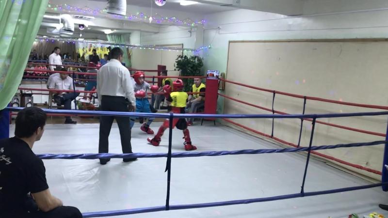 Рома Костоусов 2 раунд (красный угол) Ск Звезда