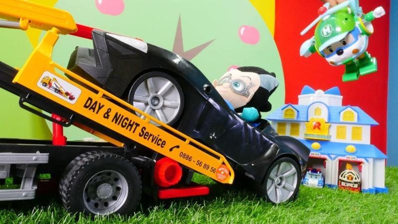 Çizgi film oyuncakları. Romeo Poli'nin garajına park ediyor.