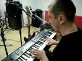 Из архива.....2010 год...балуемся на студии..импровизация(Бубен-Женька Фаустов,брабаны-Серёга группа