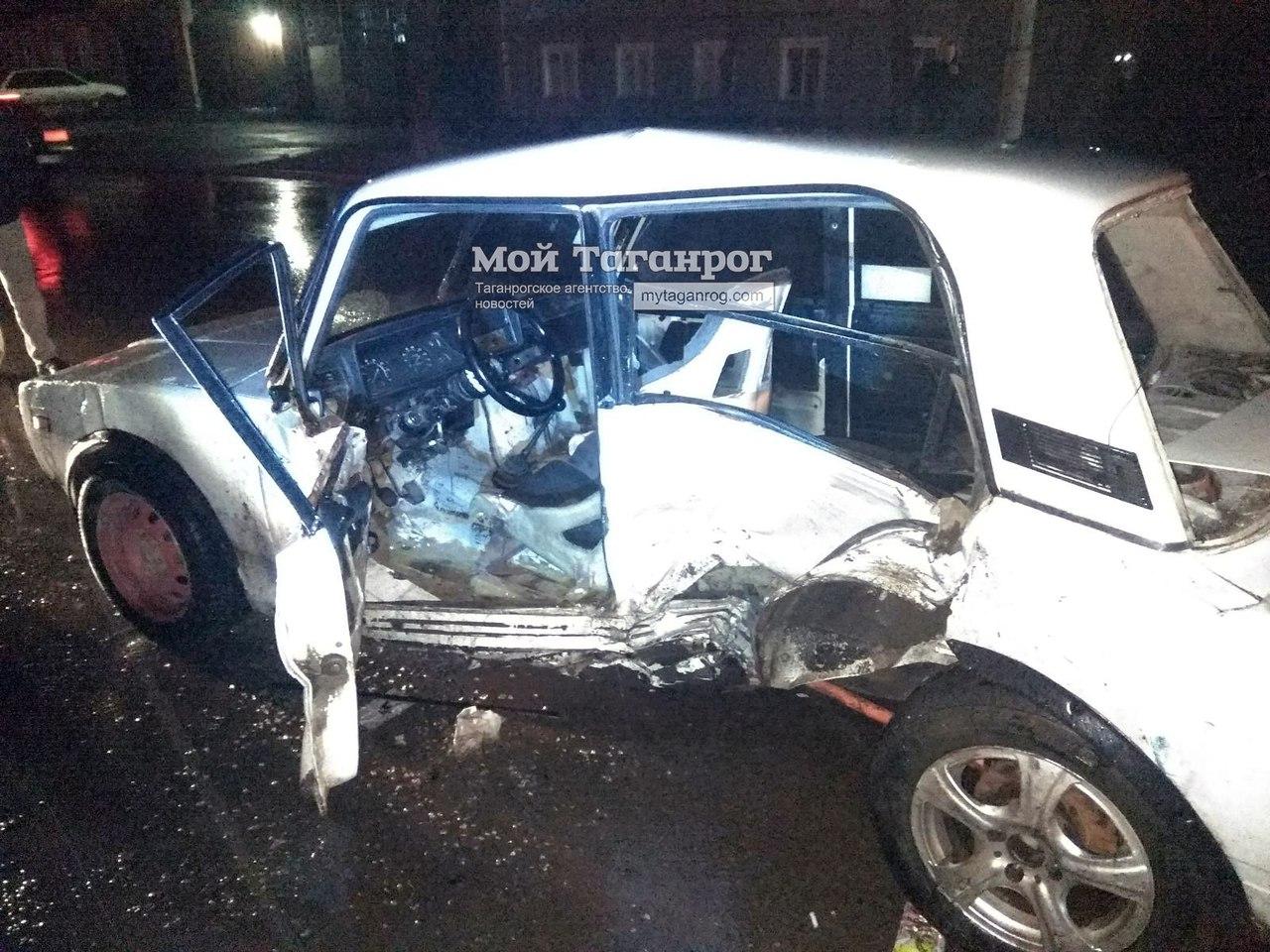 В Таганроге произошло серьезное ДТП с участием трех автомобилей