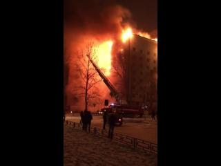 Жилой дом горит в Тюмени
