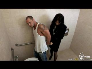 Анальное наказание црушницы в туалете тераристом [pornomandarinki18+][изнасилование18+|rape18+]