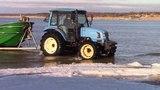 Jūros vartai: Europos traktoriai nebijo net jūros duskos , o TSRS technikai būtų buvę KAPUT