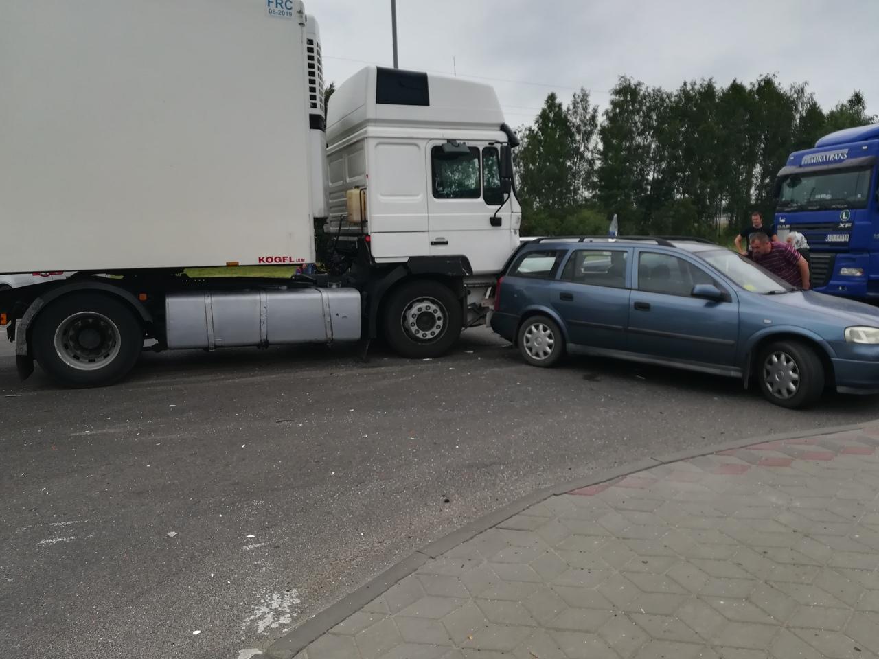 ДТП на ул. Катин Бор - фура врезалась в легковой автомобиль