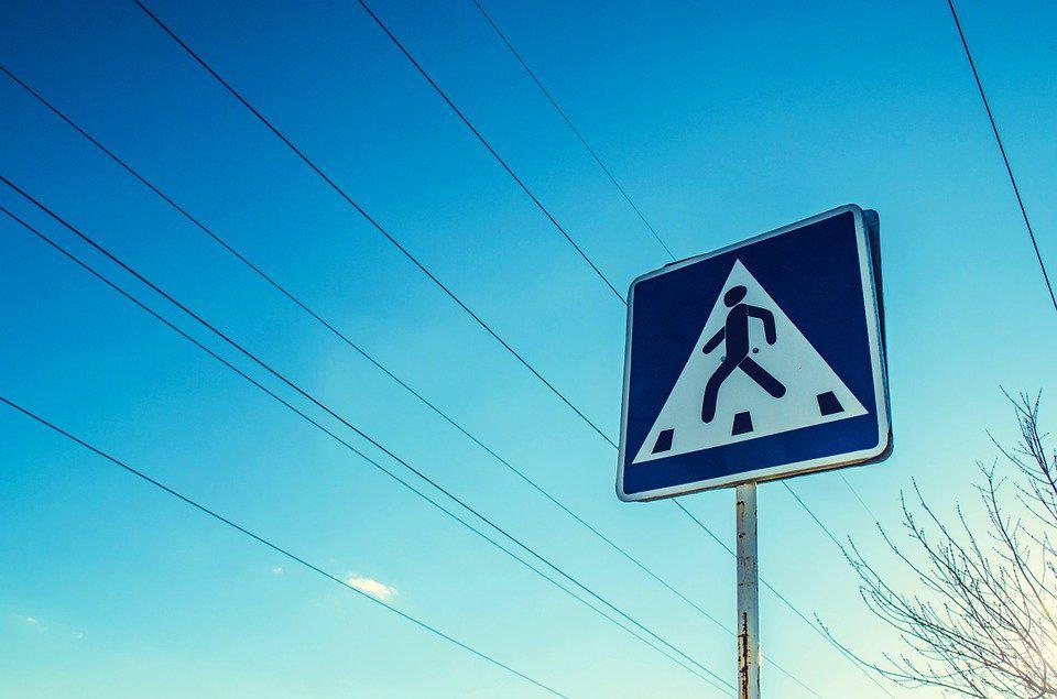 В проезде от завода «Строймаш» к улице Бориса Галушкина оперативно поправили падающий дорожный знак