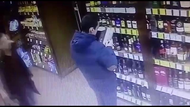 Похитили бутылку Хенеси в Миассе / 2018